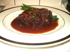 C牛ホホ肉の赤ワイン煮
